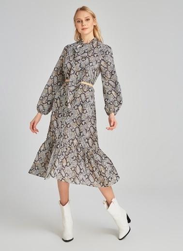 People By Fabrika Yakası Bağlama Detaylı Desenli Elbise Gri